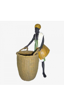 Señor africano con cesto