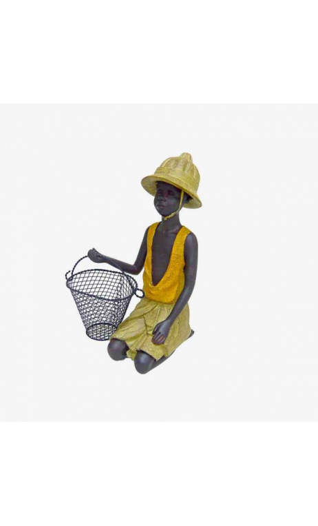 Niño africano con cesto